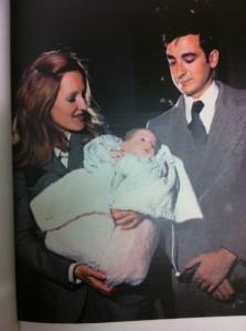 Con Mami y Papi recién nacida